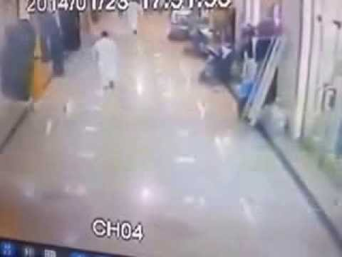 Earthquake in Saudi Arabia -The flight of people from the shopping center