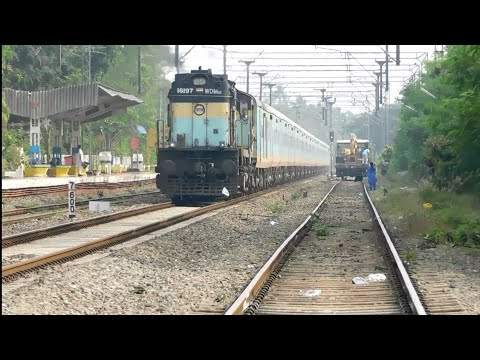 6 In 1 Train Action From God's Own Country | Humsafar, Kerala, Indore LHB, Freight & More