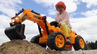 Toy Excavator broke and Sofia Unboxing And Assembling new toy Tractor