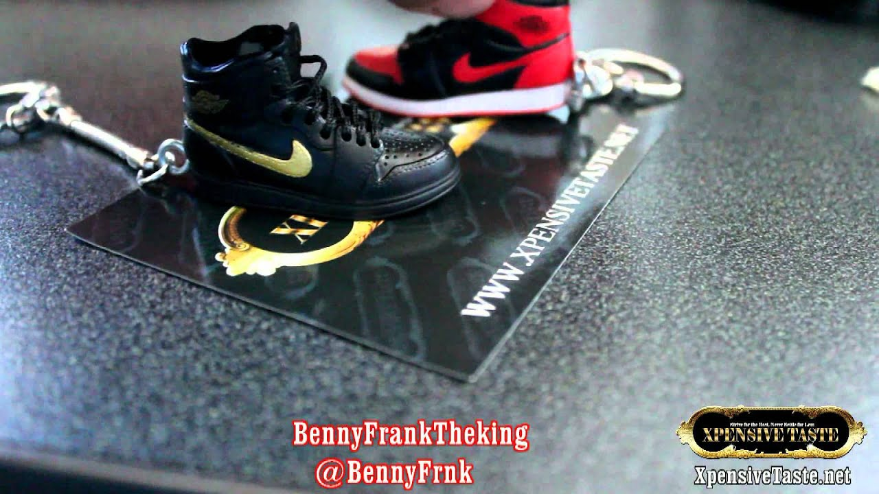 Mini Jordan Keychains Banned 1 or 2001 Bred 1 & Patent Black/Gold 1 - YouTube