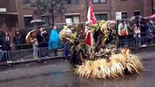 Notting hill carnival heavy rain during the samba street parade 2014