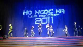 X5 trình diễn trong live concert 2011 của chị Hồ Ngọc Hà