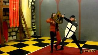 Зажимы щитом и мечом, медленно.