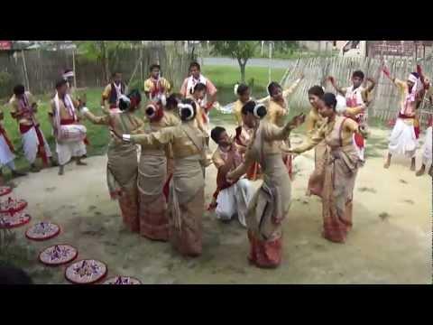 Bihu Dance of  Assam, with Mohor Xingar Pepa. 1st,April 2012, Titabar, Jorhat.
