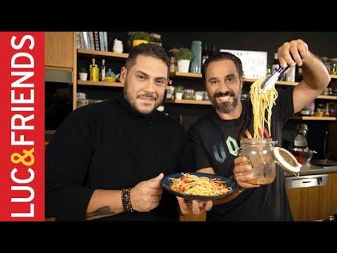 Σπαγγέτι με Ντομάτα Μαγειρεμένη σε ένα Βάζο - Αθηναγόρας Κωστάκος   Yiannis Lucacos