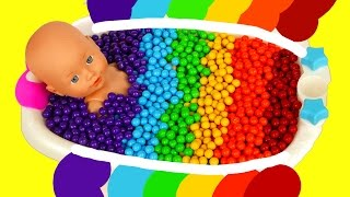 Baby Doll Rainbow Bath Time with Candy Learn Colors