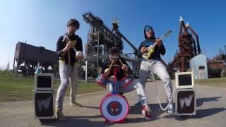 �������� ���� Чуваки играют тяжелый рок на детских музыкальных инструментах ������