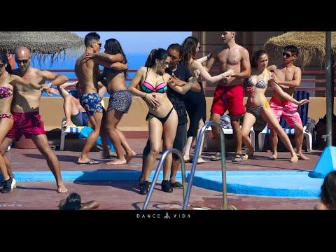 Someone else misses summer!? |Sensual Dance | Dance Vida | Pool party