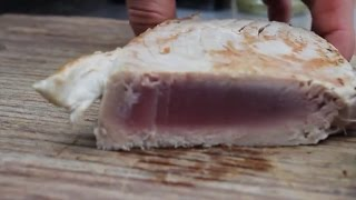 How (not) To Grill A Tuna-steak On A Salt Plank - English Grill- And Bbq-recipe - 0815bbq