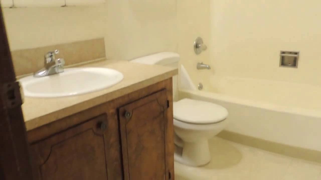 1946 yellow and grey tile bathroom - 1946 Ne Tillamook Mk 10 2015