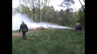 Pokaz strażacki - Żuk i motopompa - 1-3.05.2015 r. (Muzeum Wsi Radomskiej)
