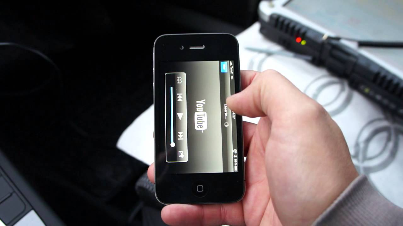Hur du koppla in telefonen till din bil radio