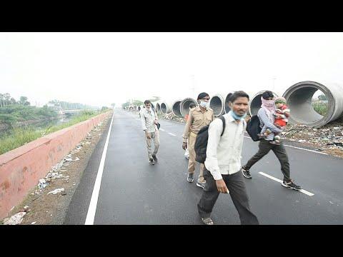 Coronavirus: en Inde, les travailleurs migrants rentrent chez eux à pied | AFP