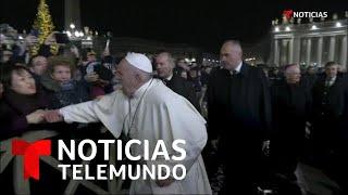 el-regao-del-papa-francisco-a-una-mujer-que-le-tir-de-la-mano-noticias-telemundo