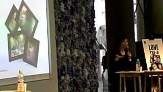 インテリアライフショーにて行われた松田美由紀さんのトークショーの模...