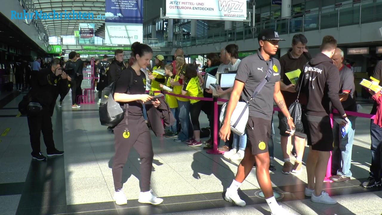 Der BVB auf dem Weg zum Spiel beim SC Freiburg