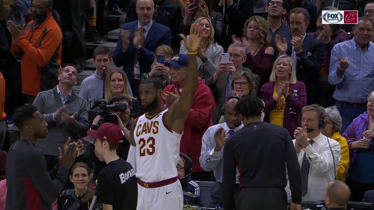 LeBron James gets standing ovation for 30K from Cavaliers fans and his mother | ESPN