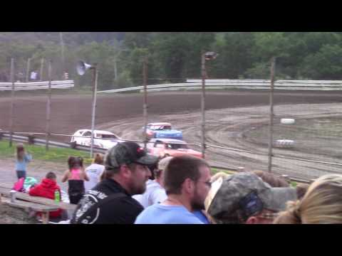 Hummingbird Speedway (7-15-17): Sunny 106.5 FM Pure Stock Heat Race #1