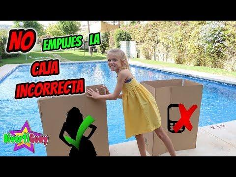 NO EMPUJES LA CAJA INCORRECTA a la piscina!! Daniela DivertiGuay