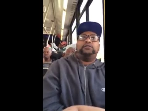 Le passager d'un bus remet à sa place une femme énervée