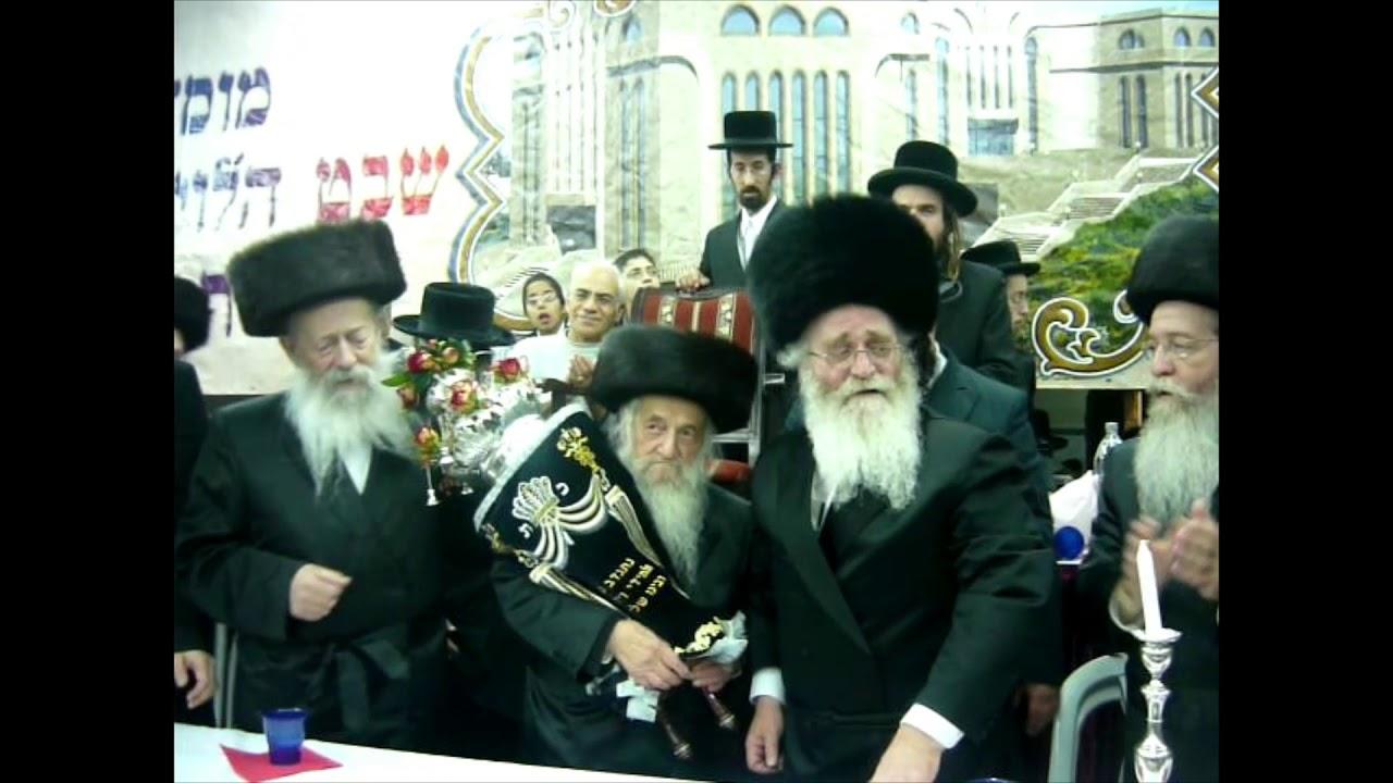 הרב וואזנר בהכנסת ספר תורה לשבט הלוי בבית שמש