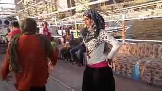 رقص محجبة في مركب النيل