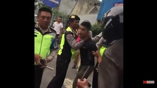 Download Video VIRAL! ANGGOTA TNI MENGAMUK PENGENDARA NINJA 250 POLISI KEWALAHAN MP3 3GP MP4