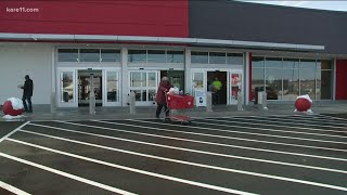 Welcome back: Target opęns its doors at newly rebuilt store in Minneapolis after riots