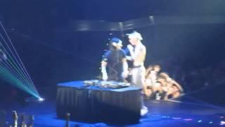 Justin Bieber and Skillrex Perform [Justin Shirtless]