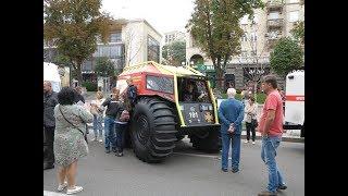 Віставка спецавтомобилей ко Дню спасателя в Украине