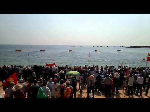 Đua thuyền truyền thống xuân Giáp Ngọ 2014 ở huyện đảo Phú Quý !!!