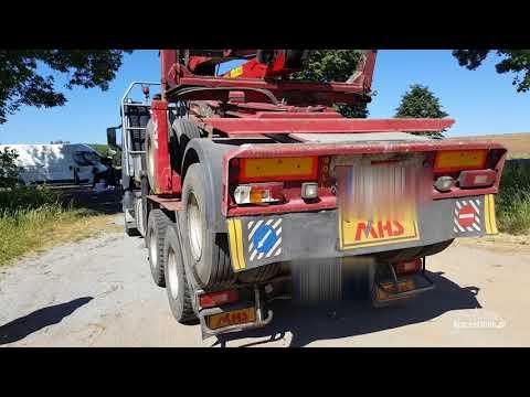 Zderzenie busa z ciężarówką. Wypadek na DK-11