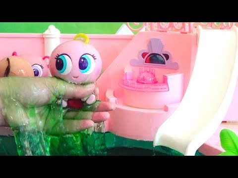 Slime Play ! Toys and Dolls Fun for Kids with Babies and Toddlers at the Pool & Trip to the Beach