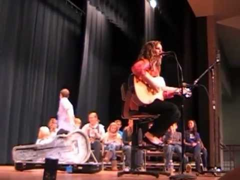 American Idol contestant Holly Miller sings Call Me Maybe at Vinton County Middle School