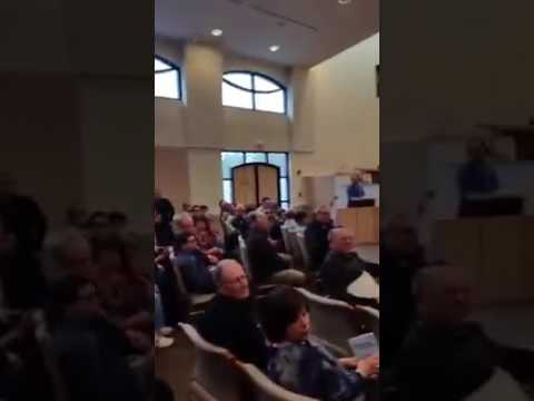 Jewsih man kicked out of synagogue for supporting palestinian rights