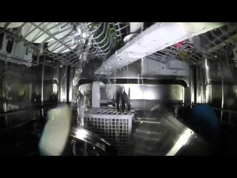 Was passiert in einer Spülmaschine?! / Inside a running dishwasher - GoPro inkl. Slow-Motion