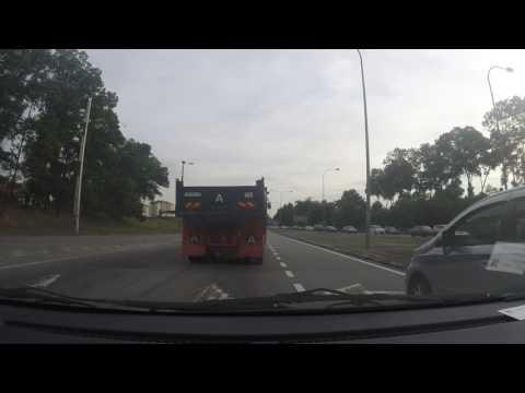 Crazy lorry driver Pasir Gudang Highway