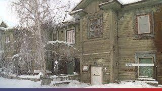 Аварийный дом проваливается под землю в Якутске