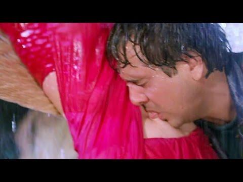 Govinda licking creamy navel of Karishma Kapoor thumbnail