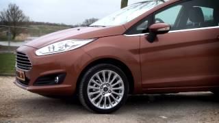 Ford Fiesta - Autoreview (Consumentenbond)(De Ford Fiesta is al er sinds de jaren '70. Nu, in zijn huidige vorm, is het een compacte auto die niet alleen heel zuinig en veilig is, maar ook lekker comfortabel ..., 2013-05-29T14:47:59.000Z)