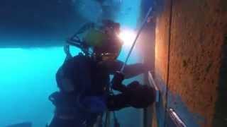 Процесс подводной сварки(Подводная сварка © Sajid Akbar., 2015-02-09T11:22:24.000Z)