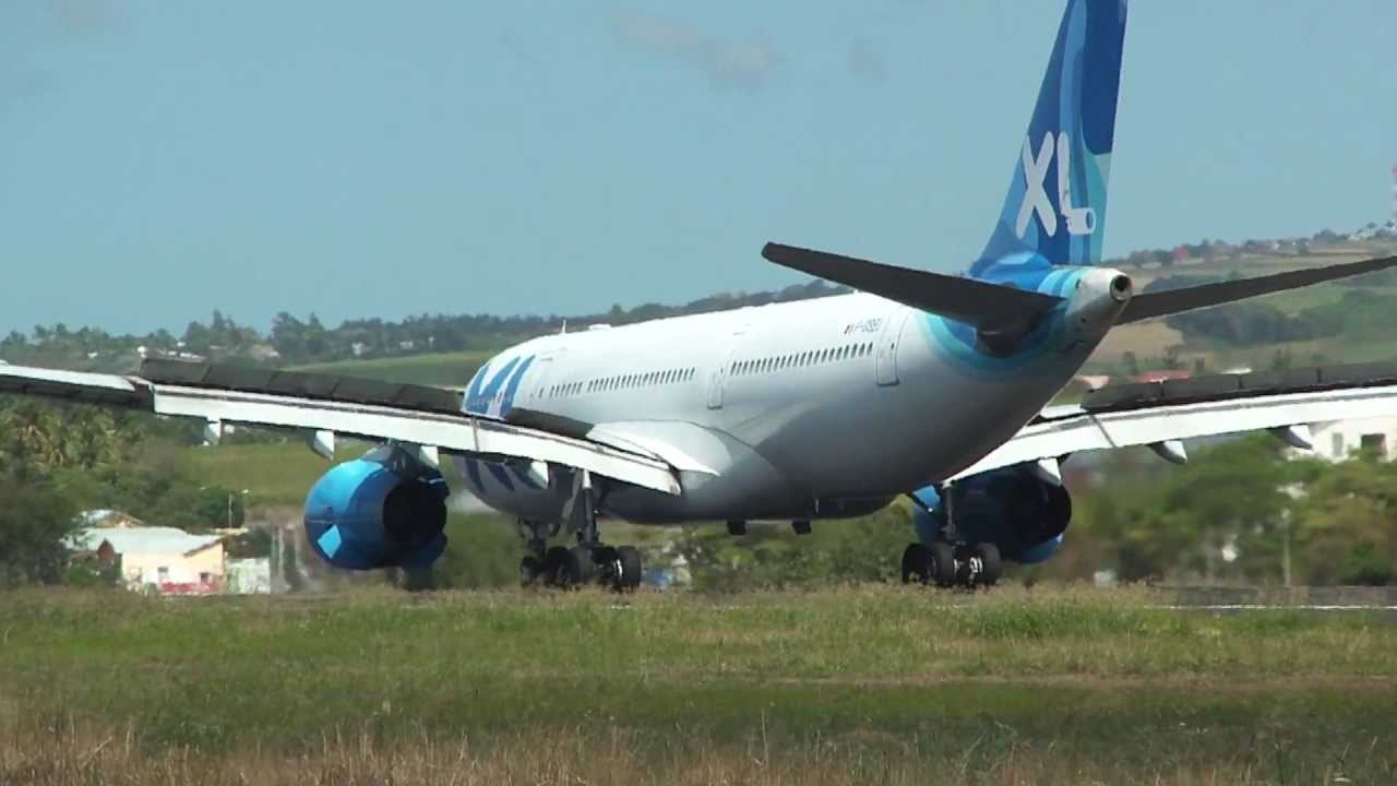 Atterrissage piste 12 airbus a330 xl airways france ile de for Airbus a330 xl airways interieur
