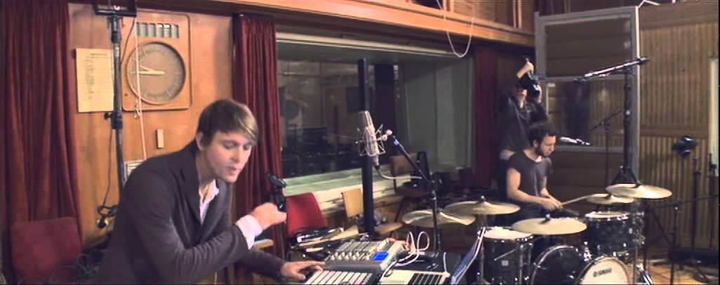 jazzanova-theme-from-belle-et-fou-funkhaus-sessions-official-video-jazzanovachannel