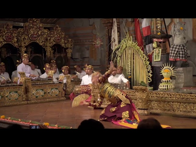 Kolaborasi Kebyar Terompong & Kebyar Duduk A.A Gde Bagus denga A.A Harjunantahara di Balerung Stage