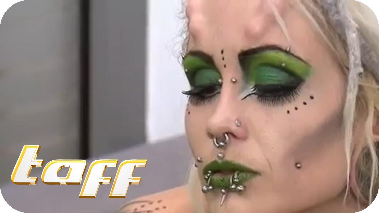 Bei extreme frauen piercings Tattoos &