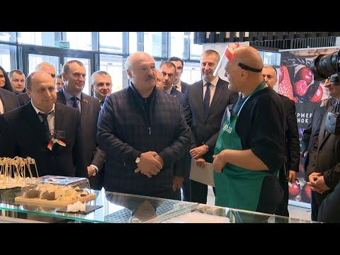 Лукашенко на рынке: У меня 11 коров! Я тебе бычка продам! // Общение с фермерами