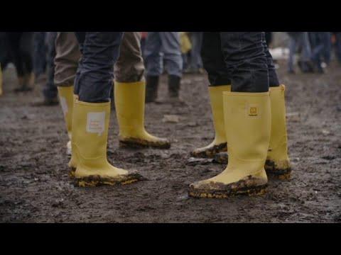 Учимся правильно стирать кроссовки - YouTube