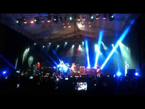 All Time Low - Therapy. Live In Jakarta, Indonesia (August 23rd, 2013)