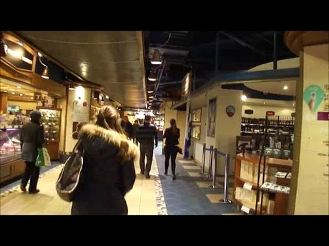 WAKLING FROM MONTREAL CENTRAL STATION TO McGILL METRO STATION