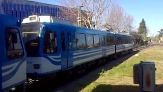 Tren de la Costa ingresa a Est. Delta